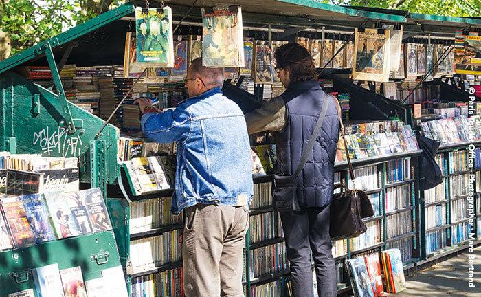 Am Flussufer gelegenen Bücherständen