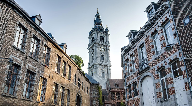 Barocker Glockenturm in Mons, Belgien