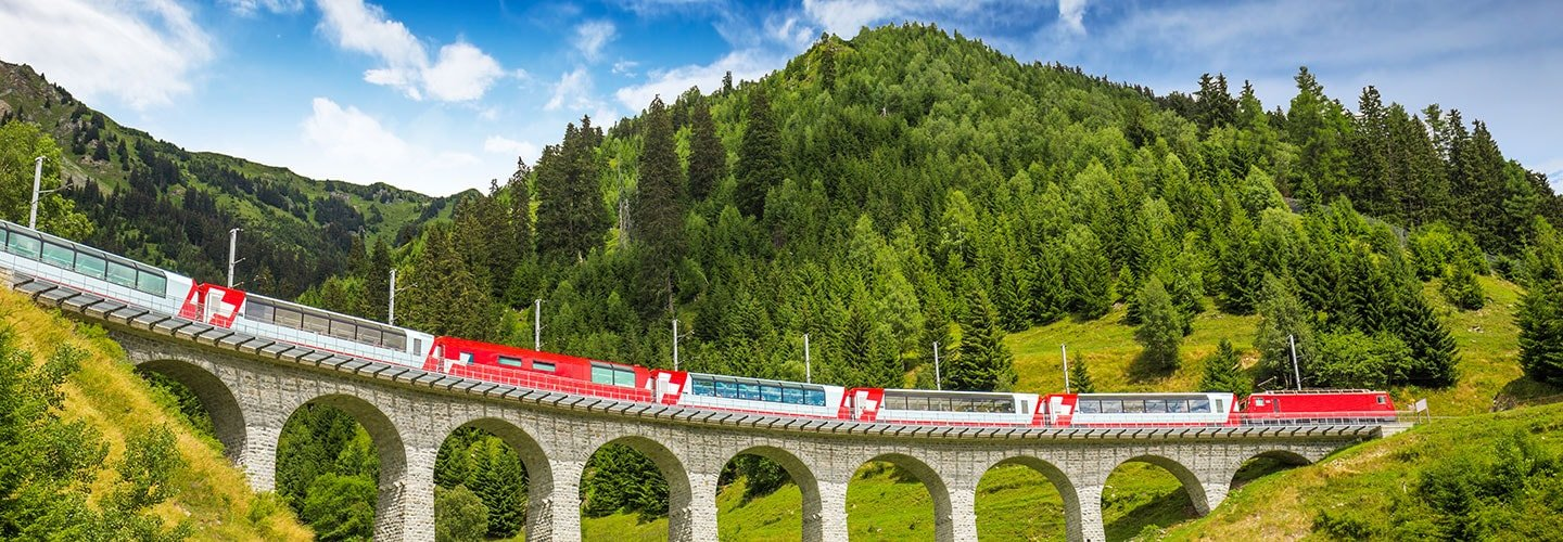 10 reasons to travel by train
