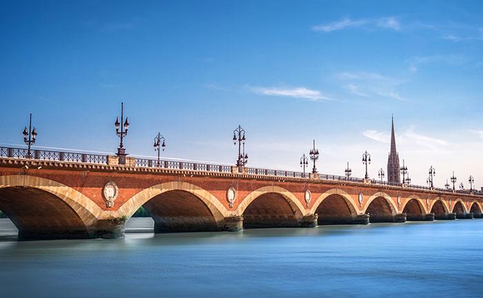 De 'pont de pierre' brug in Bordeaux