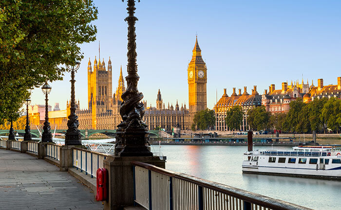 Big Ben, the house of parliament and the Thames in London in autumn